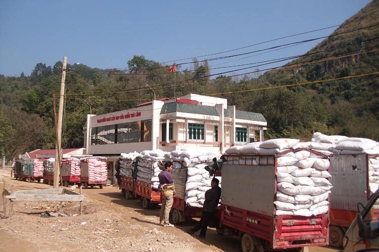 Xuất khẩu sắn lát qua Cửa khẩu Trà Lĩnh - Ảnh: báo Công Thương