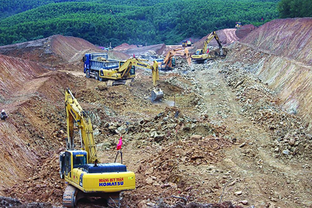 Đẩy nhanh tiến độ thi công Dự án cao tốc Bắc - Nam phía Đông đoạn Cam Lộ - La Sơn.