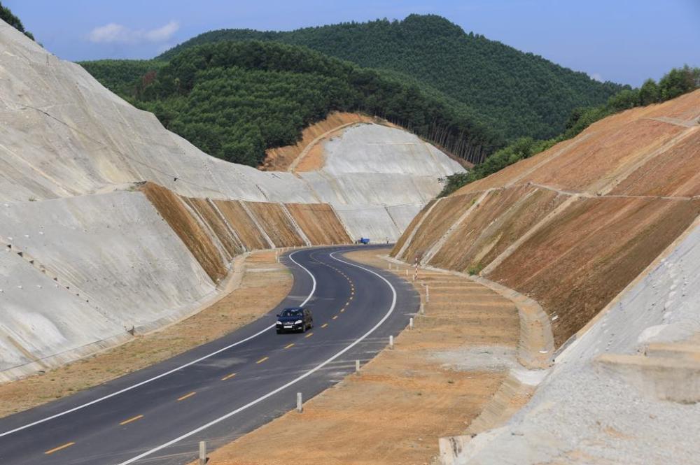 Tuyến cao tốc La Sơn - Túy Loan đã cơ bản hoàn thiện, chuẩn bị đưa vào khai thác chính thức trong quý II/2020.