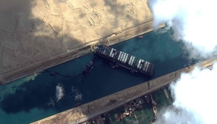 According to estimates by German insurance company Allianz, traffic through the blocked Suez Canal could cost global trade about $ 6-10 billion a day.