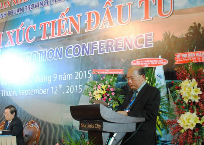 Chủ tịch UBND tỉnh Bình Thuận Lê Tiến Phương giải đáp thắc mắc các nhà đầu tư ngay tại hội nghị