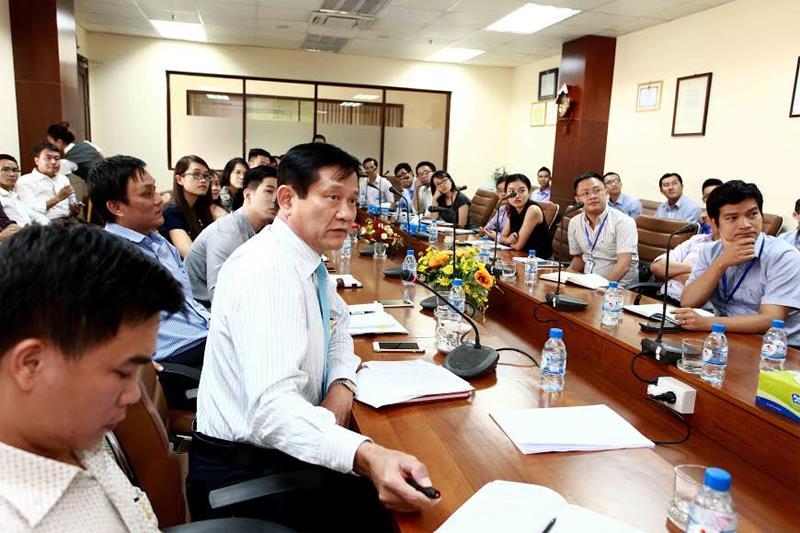 Ông Hoàng Xuân Quốc (thứ hai, trái), Tổng giám đốc NT2 cập nhật tiến độ các dự án mới và cung cấp tới các nhà đầu tư những thông tin khả quan trong quý III của năm 2016.