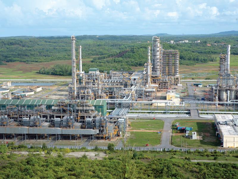 Theo kế hoạch, Nhà máy Lọc dầu Dung Quất sẽ tiếp nhận 1 tỷ m3 khí /năm từ mỏ Cá Voi Xanh để chế biến sâu. Ảnh: Đ.T