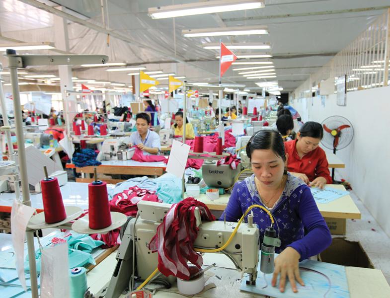 Kim ngạch xuất khẩu dệt may Việt Nam trong 7 tháng đầu năm nay giảm sâu so với cùng kỳ năm 2019. Ảnh: Đ.T