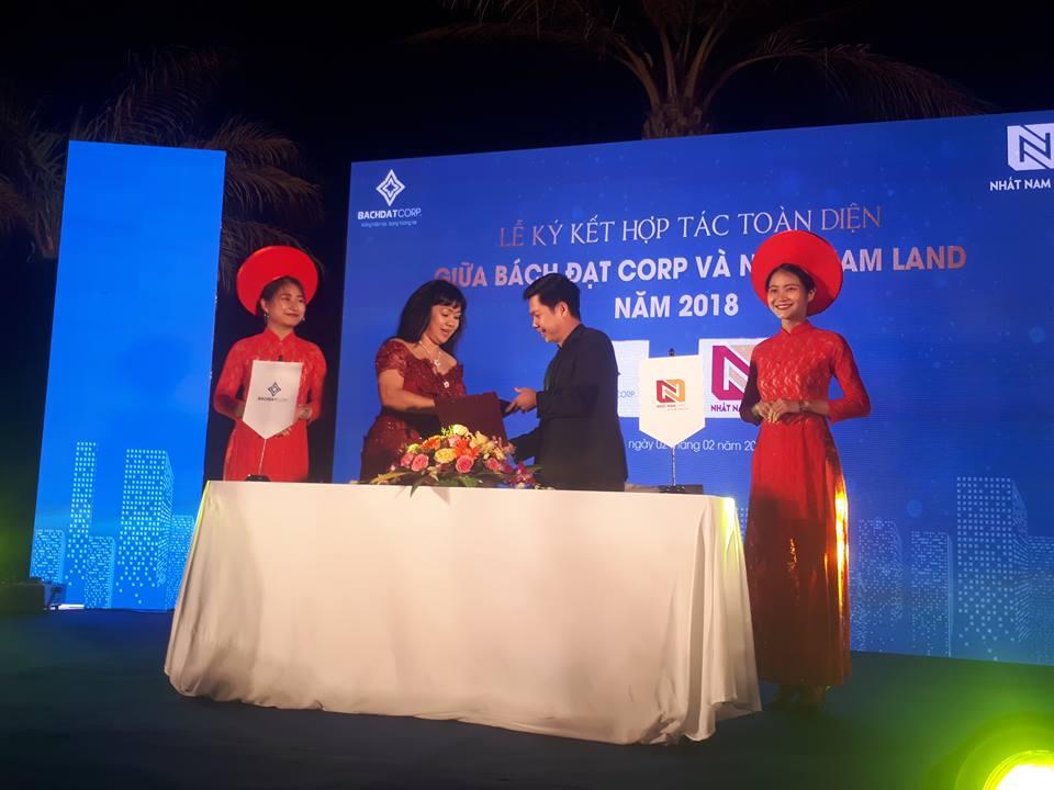 Bà Hoàng Thị Kim Châu- GĐ Bách Đạt Corp và ông Nguyễn Đức Tâm, Phó Tổng thư ký Hội môi giới BĐS Việt Nam - TGĐ Nhất Nam Land