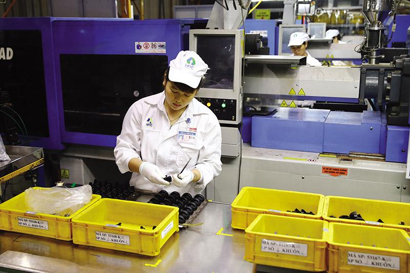 Dây chuyền sản xuất linh kiện phụ trợ của Công ty cổ phần Nhựa HàNội (HPC)ảnh: đức thanh